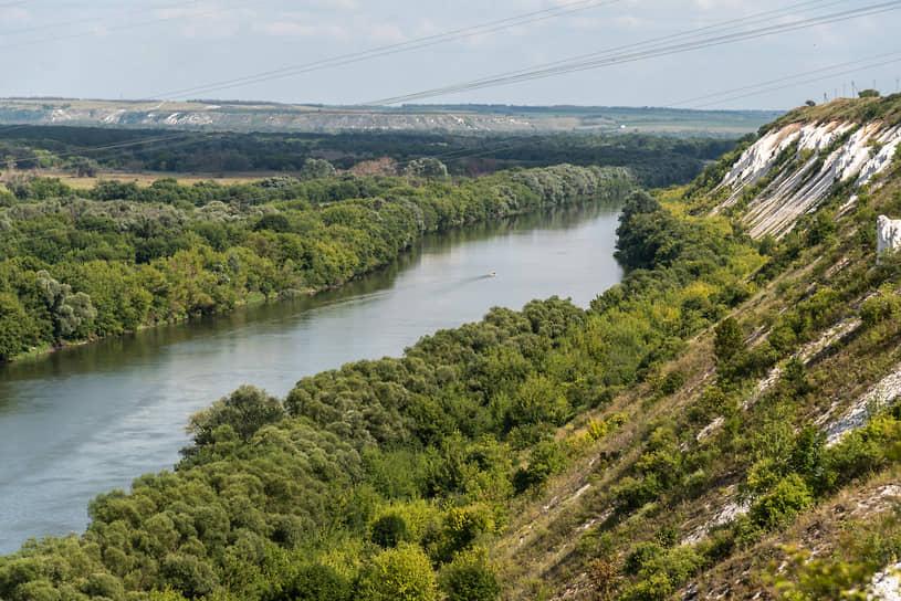 Меловые горы вдоль реки Дон в селе Коротояк Острогожского района