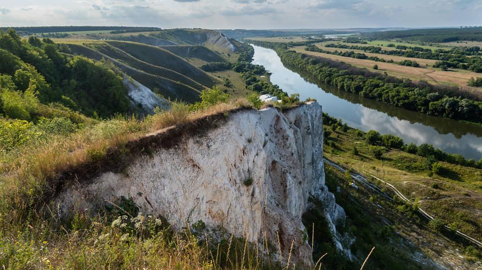 Меловые горы вдоль реки Дон в селе Сторожевое Острогожского района