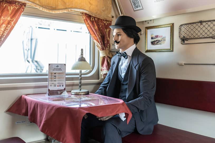 Вагон вмещает 48 пассажиров. 49-м «стал» манекен циркового артиста Анатолия Дурова
