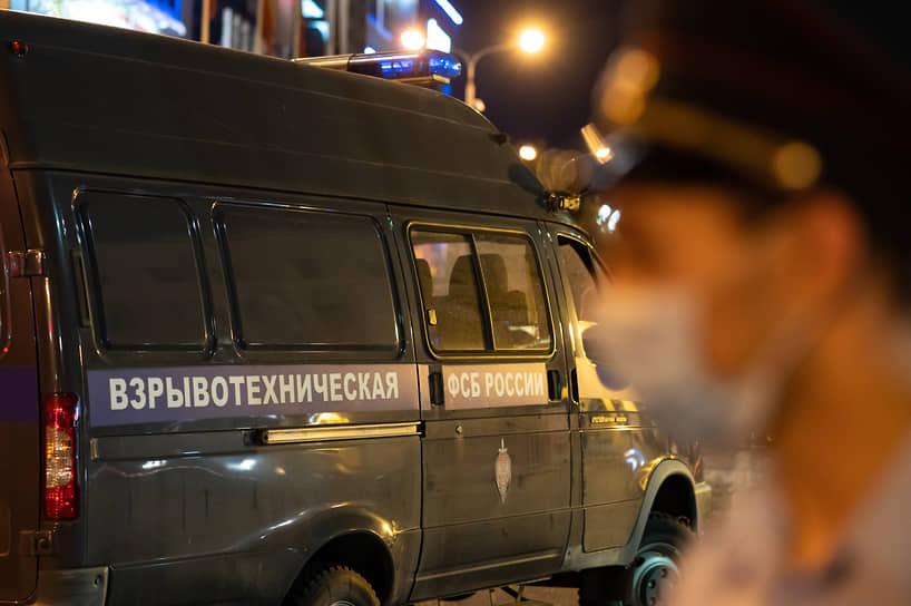 """Собеседники """"Ъ-Черноземье"""" в профильных службах не стали раскрывать никакой информации об инциденте, отметив, что отрабатывают разные версии произошедшего: «Версия теракта не подтверждается. Поражающих элементов не обнаружено, проникающих отверстий в автобусе нет»"""