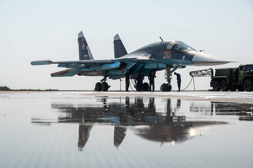 «Потушенный» бомбардировщик Су-34 на стоянке