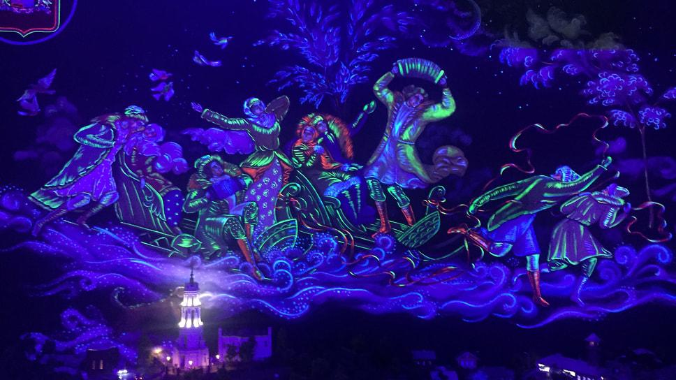 Проекции на стенах оживляют ночной макет