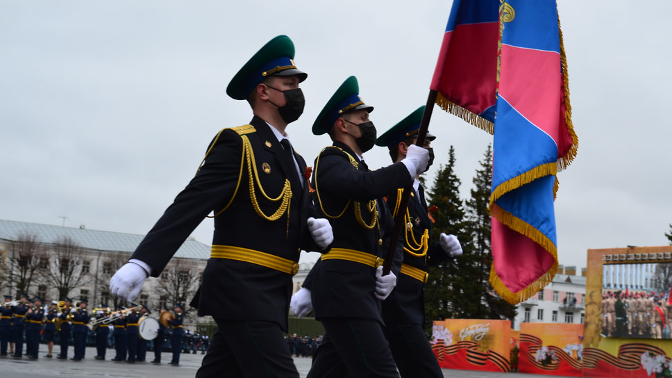 Прохождение роты почетного караула во время Парада Победы.