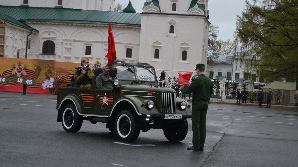 Театрализованное представление на Советской площади, посвященное военной технике, ставшей символом Победы.