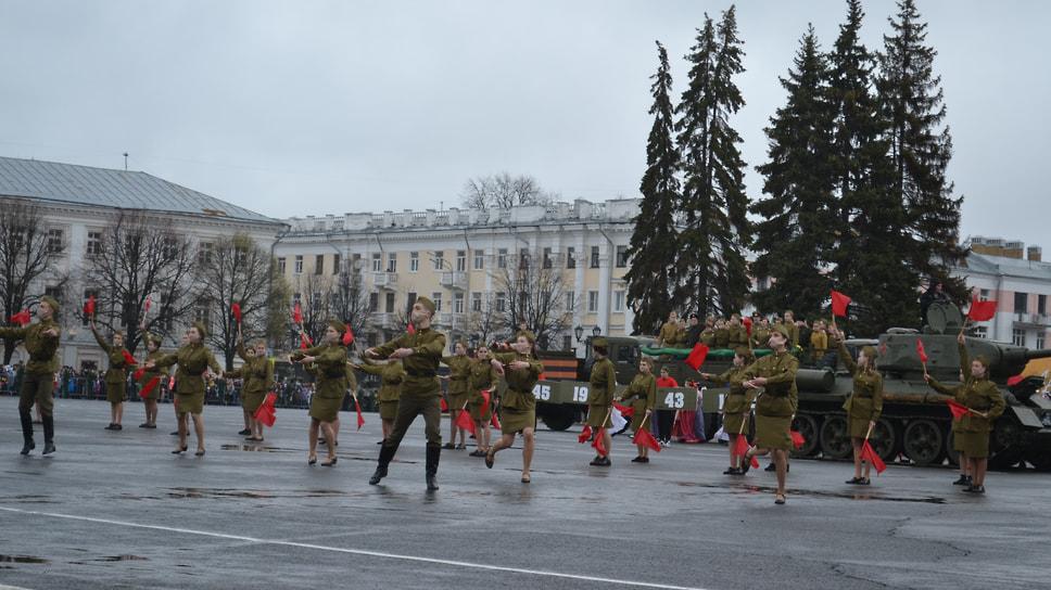 Творческий коллектив исполнял военные песни.