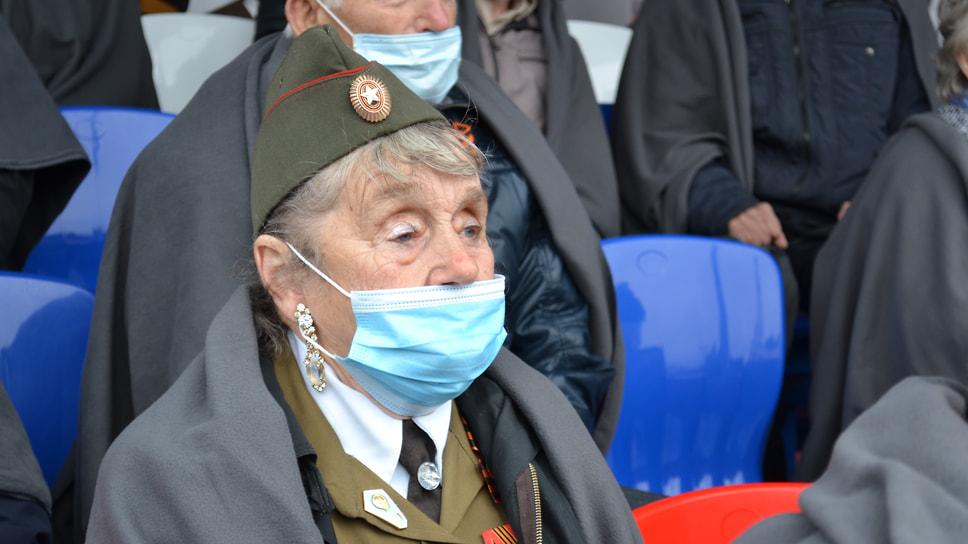 Ветеран Великой Отечественной войны во время концерта.