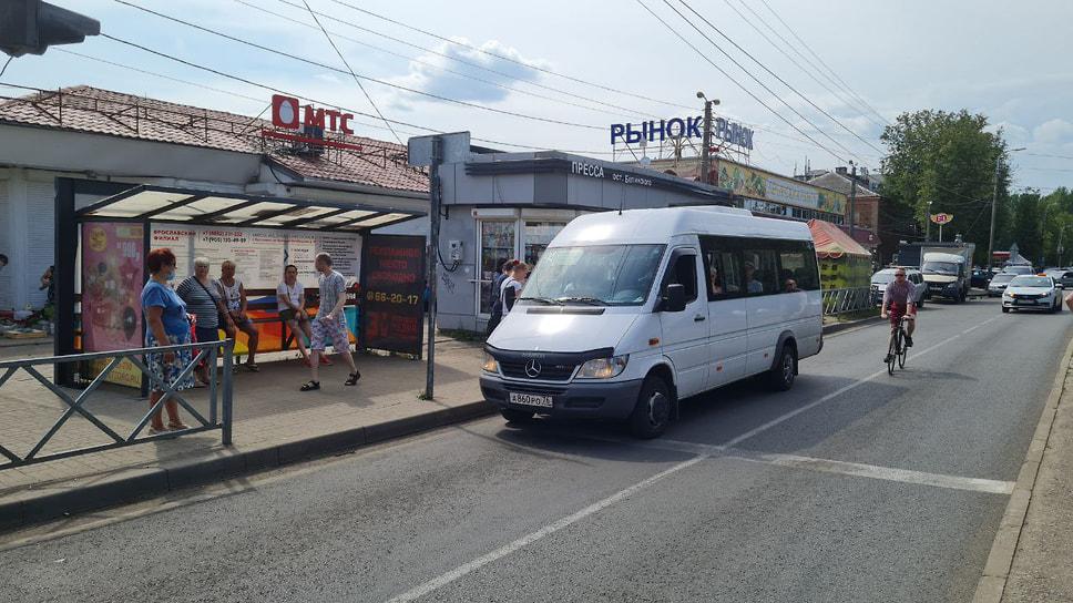Жительница Ярославля, ожидающая новый маршрут №58, рассказала, что пока не может уехать в Заволжский район. «Еду в Заволгу. Нам дали взамен автобус №58, но пока я его не вижу, маршрутка №38 ходила очень часто».