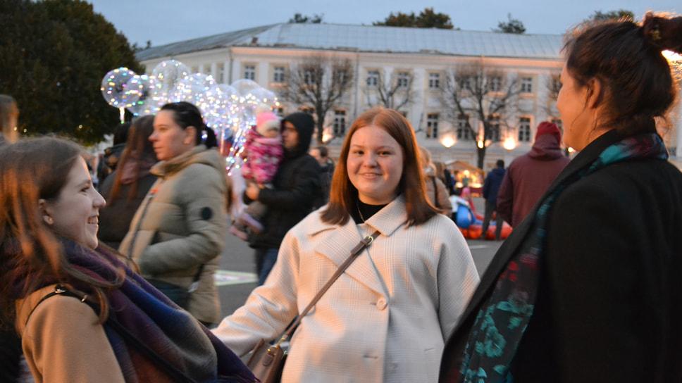 Вечерние танцы на Советской площади