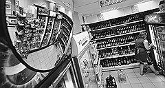 ПРЕОБРАЖЕНИЕ «ВИЗИТА». Еще год назад магазин в доме по Можайскому шоссе был одной из тысяч обычных забегаловок — теперь это современный мини-маркет