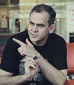 БОЛЬШИЕ ДОРОГИ Дмитрий Ставиский возглавляет российское представительство и руководит международными операциями Evernote. В Москве он бывает все реже