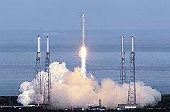 """Внеземной успехРакеты компании SpaceX могут заменить """"Союзы"""" в доставке космонавтов на МКС"""