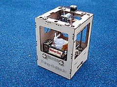 Трехмерный принтерMakerBot печатает вещи из твердой пластиковой ленты толщиной 0,33 мм