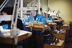 """Часовой конвейер Часовая промышленность развалилась, а """"Ника"""" смогла привлечь невостребованных часовщиков"""