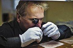 Под микроскопом В производстве ювелирных часов велика доля ручного труда