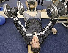 Час фитнеса  Каждый рабочий день Сергея Леонтьева завершается одинаково — он едет в спортзал, где тренируется, чтобы разгрузить мозг
