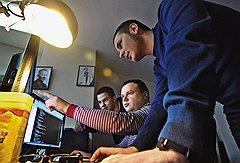 Строго по плануСергей Носырев (в центре) и Алексей Шереметьев (справа) с помощью Planner5D удовлетворили тягу людей к планировкам