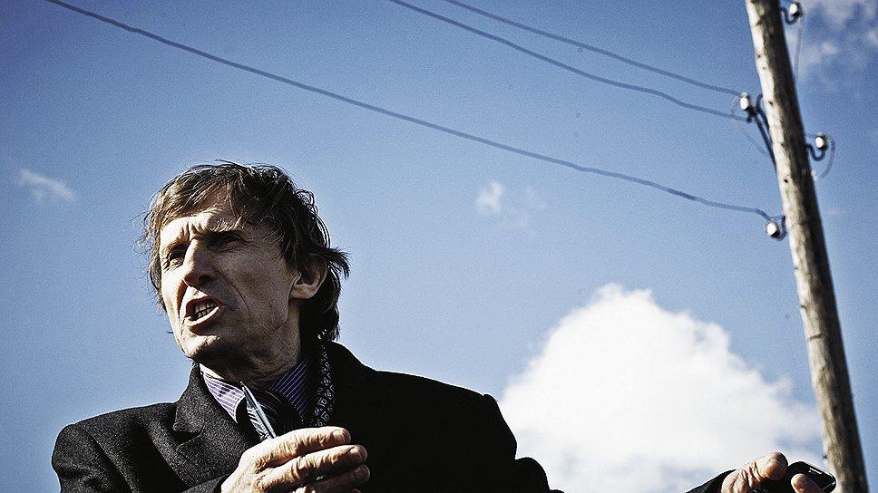 Меняя тона Из серого настоящего Василий Мельниченко ведет село в светлое будущее