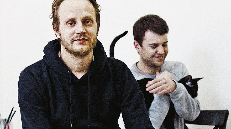 Хвостатый работникВасилий Эсманов (слева) и Алексей Аметов специально для офиса купили кота гипоаллергенной породы