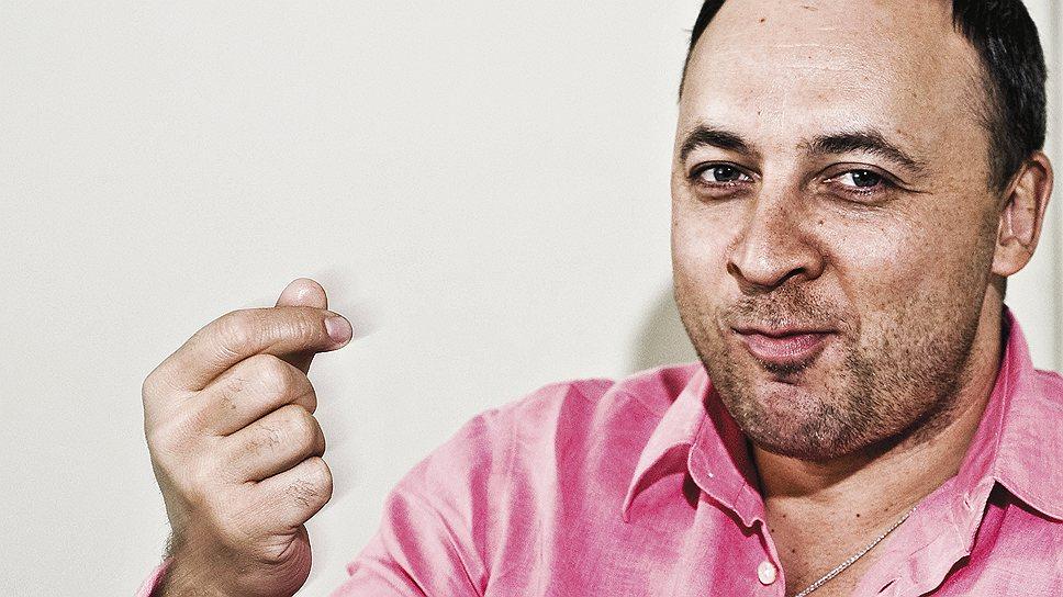 Директор универмагаСергей Румянцев любит шутки, но бороться  за рынок non-food-ритейла он намерен всерьез и с солидными деньгами