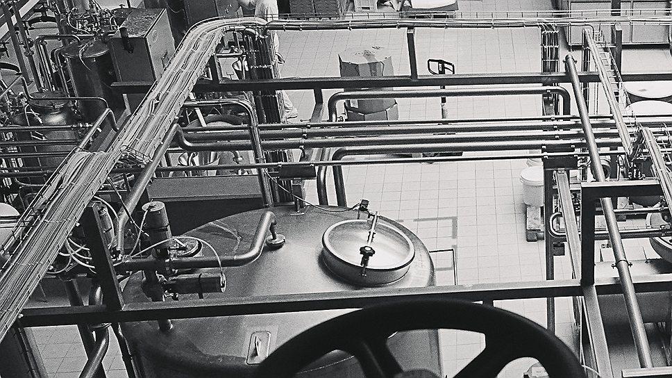 Рижский хайтекЦеха Рижского молочного комбината малолюдны: все автоматизировано. Ручной труд используется только при упаковке в картонные коробки готовых сыров, масла, молока и мороженого. Андрей Бесхмельницкий хочет вывести Food Union на уровень производительности ведущих европейских концернов. Если у Unilever на одного сотрудника приходится 232 тыс. евро выручки в год, то у Food Union — 150 тыс. евро