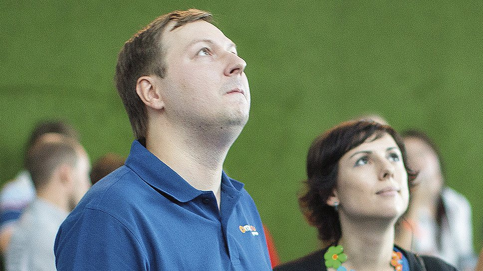 <B>Снизу вверх</B><br>Дмитрий Гришин и Ксения Чабаненко отмечают впечатляющий финансовый рост Mail.ru
