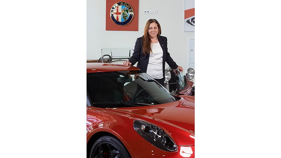 Тактильный менеджмент. Татьяна Луковецкая уверена, что автомобили нельзя продавать через интернет. Клиент должен буквально обнюхать и ощупать машину