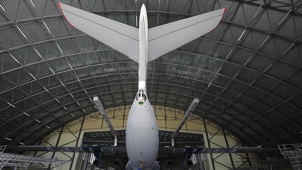 Одно из лучших предприятий, полученных ОАК от Минобороны, -- 123-й авиационный ремонтный завод (123 АРЗ) в городе Старая Русса, где легендарные ИЛ-76 обретают после модернизации новую жизнь