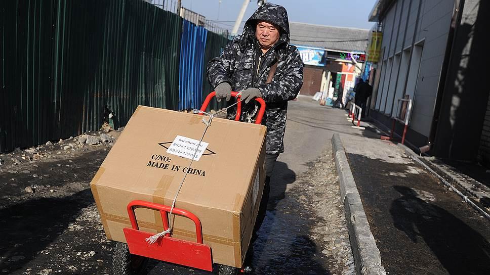 По данным Федеральной таможенной службы РФ, в первом полугодии 2015 года падение экспорта составило почти 29%, импорта -- 39%