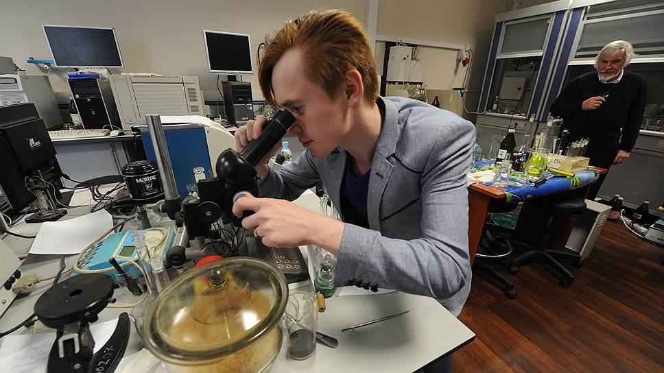 Основание некоторых экономических теорий можно разглядеть только под микроскопом