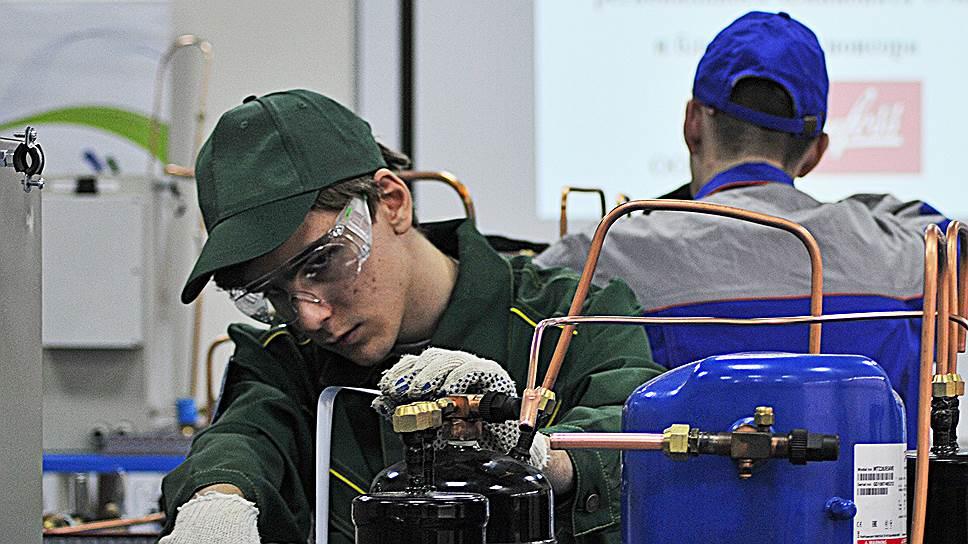 Бизнес предлагает, чтобы выпускники колледжей сдавали экзамены в условиях, максимально приближенных к реальной работе