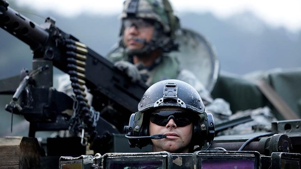 Американские танкисты на сентябрьских военных учениях в Южной Корее. Кого бы ни защищали иностранцы, корейцы всегда к ним будут относиться настороженно. Таковы уроки истории
