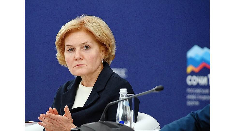 По мнению главы Минздрава Вероники Скворцовой, пока общество в России не может обойтись в вопросах здорового образа жизни без полезных ограничений