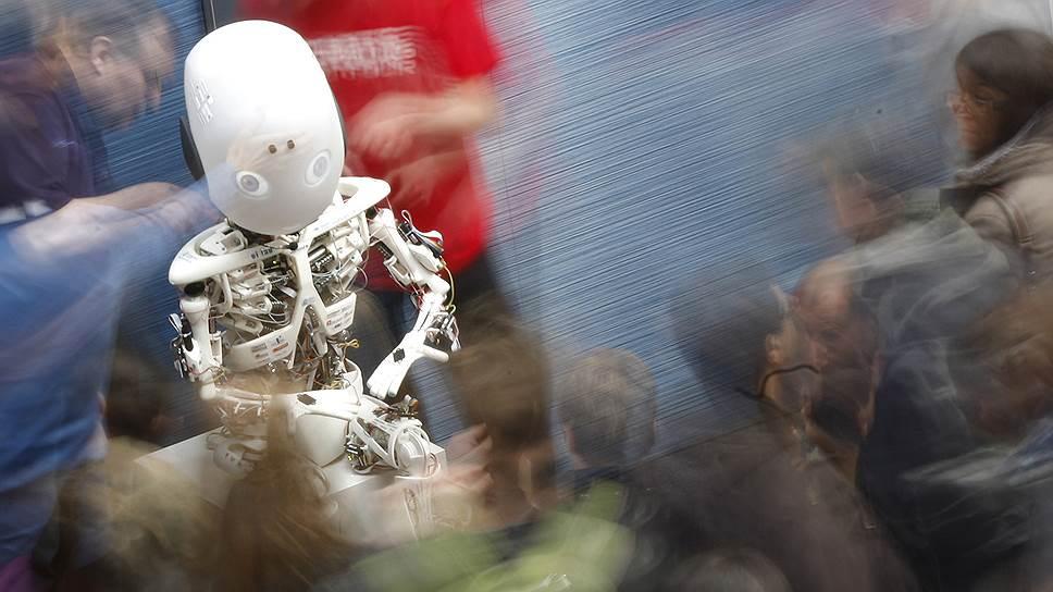 Человекоподобный робот Робой на выставке  'Robots on Tour'  в Цюрихе
