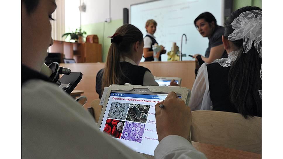 Новые ИТ-сервисы позволят «оцифровать» самые разные процессы в образовании: от общения между учениками, учителями и родителями до принятия управленческих решений