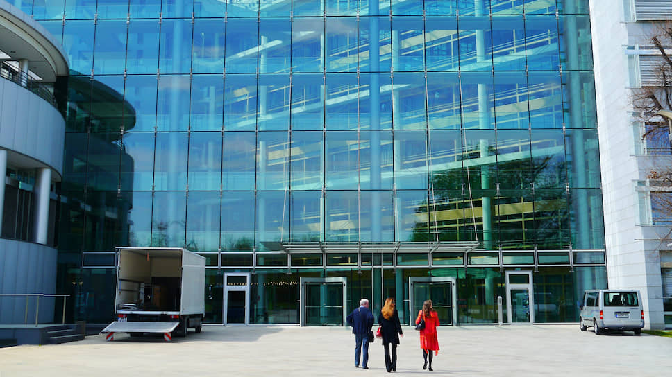 Штаб-квартира «Берингер Ингельхайм» в городке Ингельхайм-ам-Райн, в земле Рейнланд-Пфальц. Компания демонстрирует городу и миру новый уровень открытости в производстве лекарств.