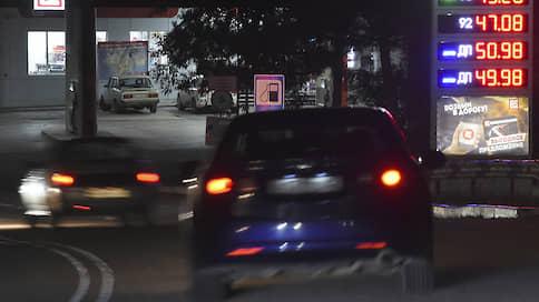 Бензин ударил по нефтяникам  / Низкие цены принесли им убытки