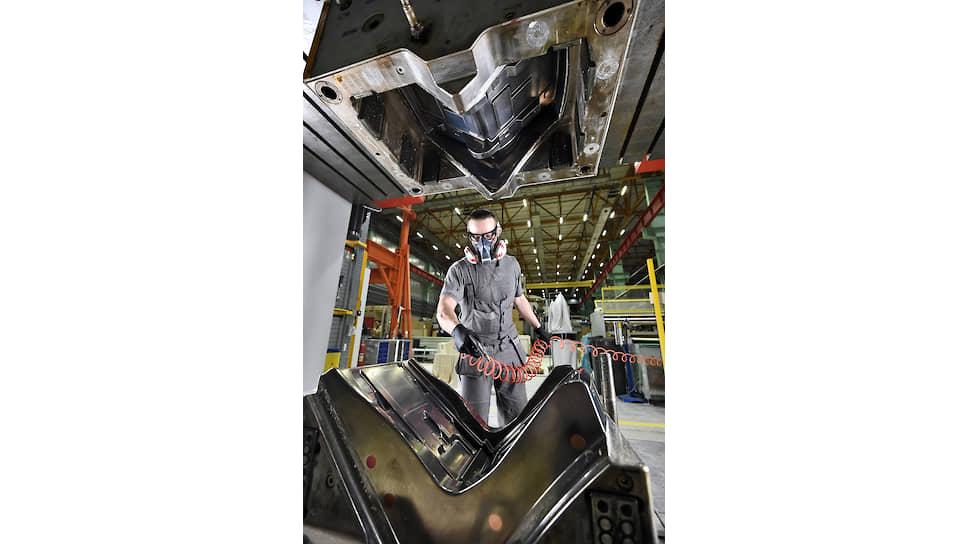 На производстве компании «Нанотехнологический центр композитов», расположенном в Печатниках, выпускают детали из композитных материалов