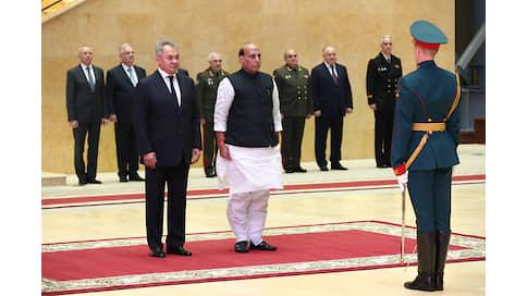Сотрудничество для защиты республики  / Россия становится партнером Индии и в производстве оружия, и в учениях