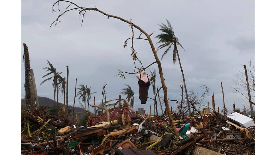 Во время тайфуна на Филиппинах