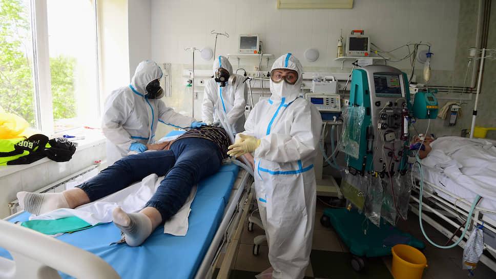От терапии отчаяния к терапии спасения / ГКБ №52 одной из первых в стране начала успешно лечить больных с тяжелой формой COVID-19