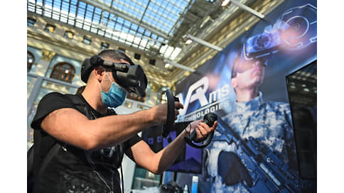 В шлеме на медведя  / Технологии виртуальной реальности активно развиваются в оружейной отрасли