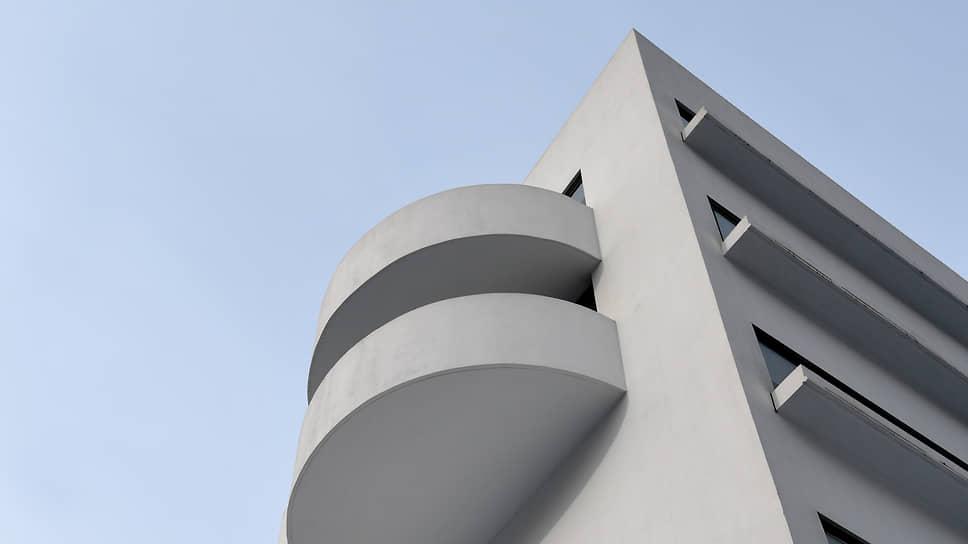 Покупка жилья в домах-памятниках, как, например, Дом Наркомфина, может быть необычной инвестицией