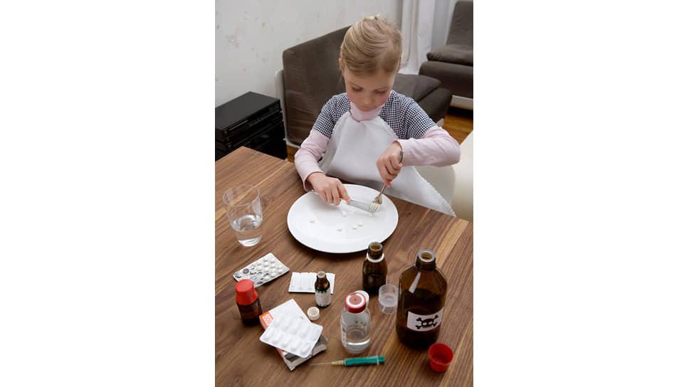 У многих спасительных для детей препаратов отсутствуют детские дозы, потому что фармпредприятия не производят лекарства для детей в нужной дозировке. Им это невыгодно