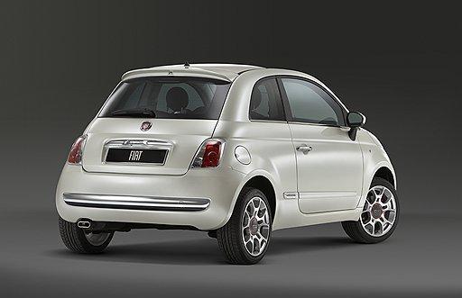 За Fiat 500, отдаленно напоминающий оригинальную модель, выстроились очереди сразу после дебюта в 2007 году