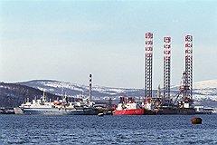 Глубина Карского моря в предполагаемых местах разведочного бурения не превышает 100 метров. Бурение на такой глубине — обычная практика и для него не требуются прорывные технологии