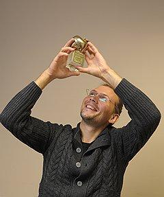 """Дмитрия Юрченко, одного из основателей проекта """"Кнопка жизни"""", перейти в стартап из крупной финансовой компании вынудил глобальный кризис"""
