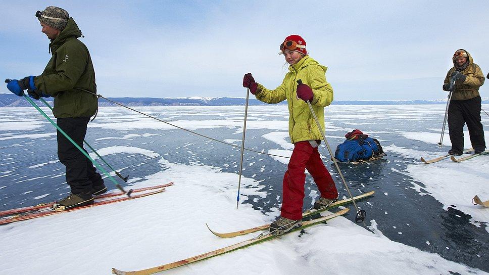 На лыжах над 100-метровой глубиной