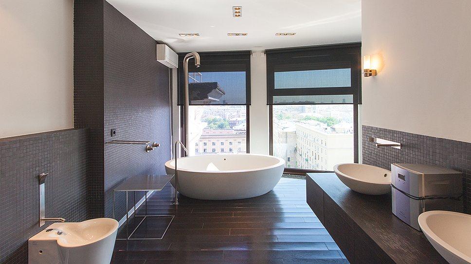 Многие покупатели хотели бы иметь ванную с окном, но такое предложение — большая редкость на московском рынке