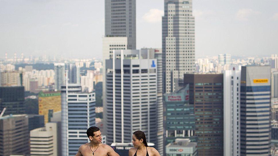 Общественный бассейн на 200-метровой высоте в Сингапуре