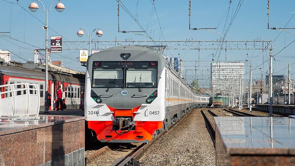 Пригородным поездам переводят стрелки